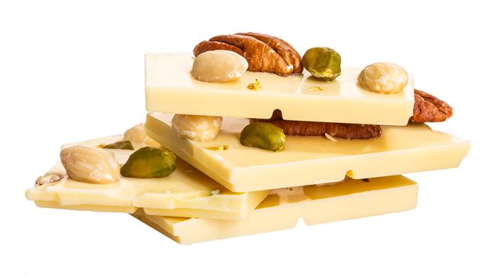 Biela čokoláda, pistácie, mandle, lieskový orech